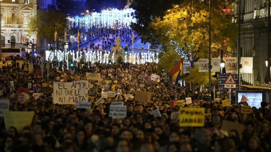 La marcha feminista del 25M a su paso por la calle Alcalá de Madrid