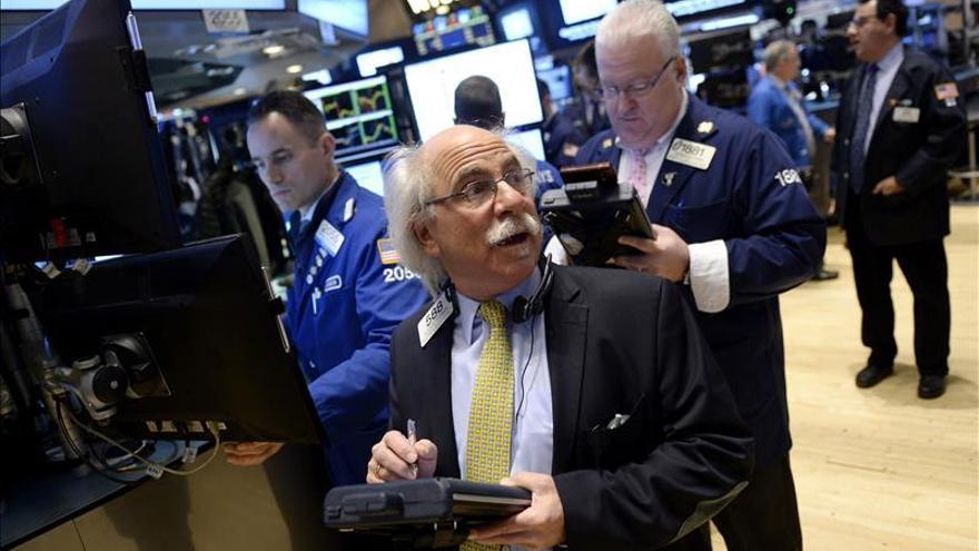 Wall Street sigue en números rojos y el Dow Jones cede un 0,07 por ciento en la media sesión