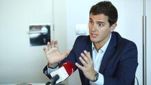 """Rivera pide un """"apolítico"""" como Defensor del Pueblo y avisa que Ciudadanos no quiere un ex del PP o del PSOE"""