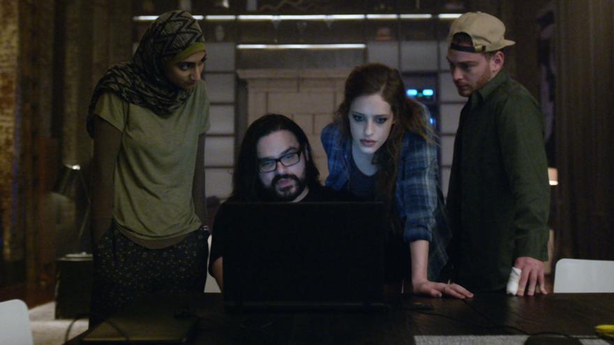 Mobley hackeando el disco duro de Susan Jacobs