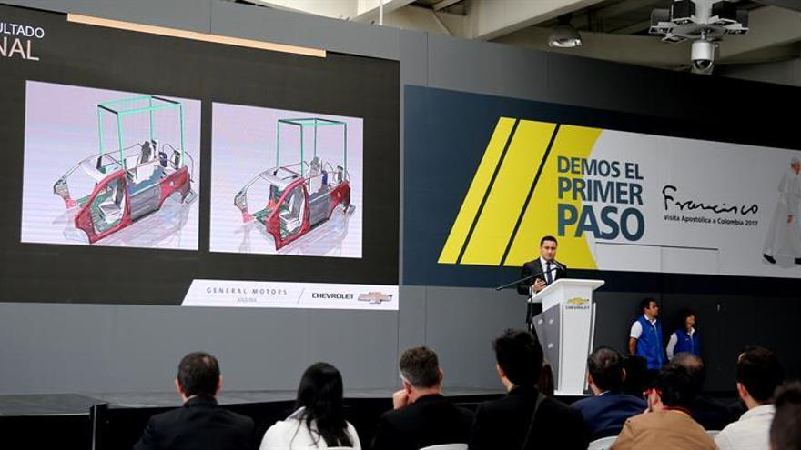"""Colombia ultima la fabricación de los """"papamóviles"""" que usará Francisco"""