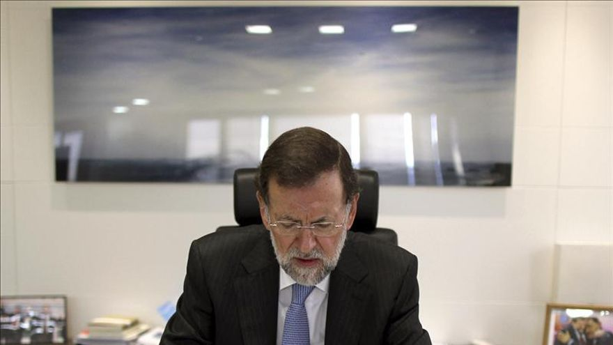 Rajoy sigue la jornada del 9N en su despacho y permanentemente informado