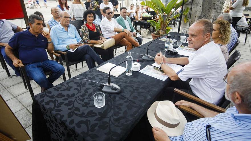 El concejal del Distrito Isleta-Puerto-Guanarteme del Ayuntamiento de Las Palmas de Gran Canaria, Sergio Millares, durante la presentación de las fiestas de La Naval.