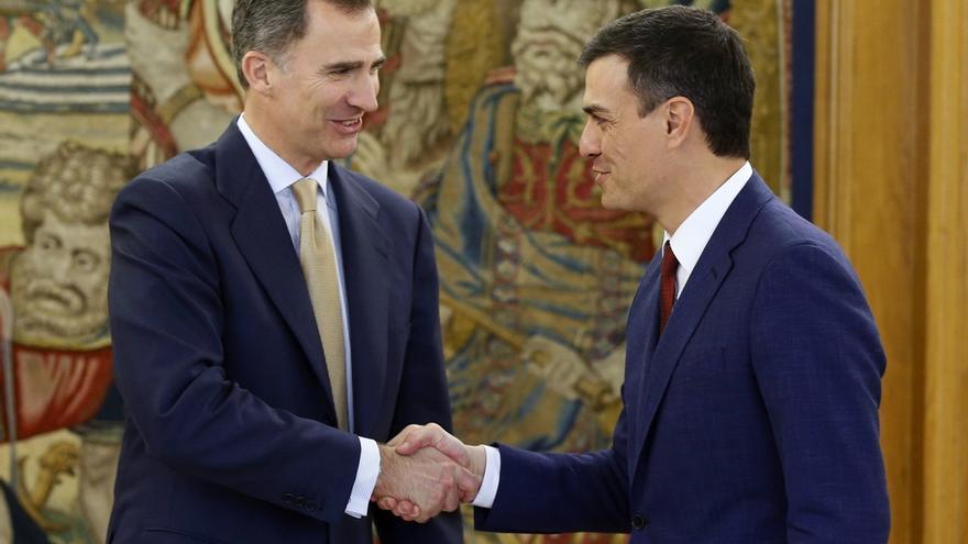 El rey Felipe VI recibe a Pedro Sánchez en Zarzuela.