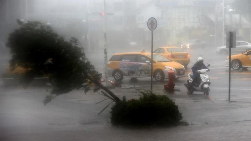 Supertifón Meranti paraliza el sur de Taiwán y causa inundaciones y daños