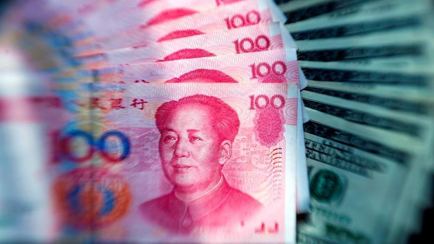 El yuan se fortalece frente al dólar tras trece días de depreciaciones