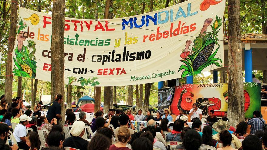 Padres y madres de los 43 hablan durante el festival en la sede de Monclova, Campeche. (20 diciembre 2014) / Fotografía: Jaime Giménez