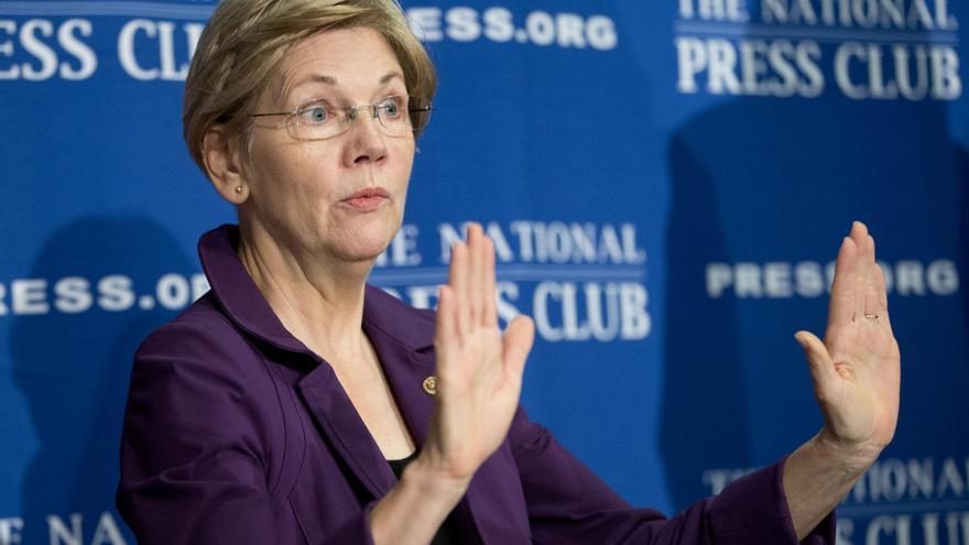 """En un vídeo de cuatro minutos y medio, Warren se dirigió a la clase media estadounidense y les ha preguntado: """"¿Cómo hemos llegado aquí?"""""""