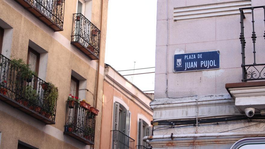 Placa de la Plaza Juan Pujol en el barrio madrileño de Malasaña /Carolina Martínez