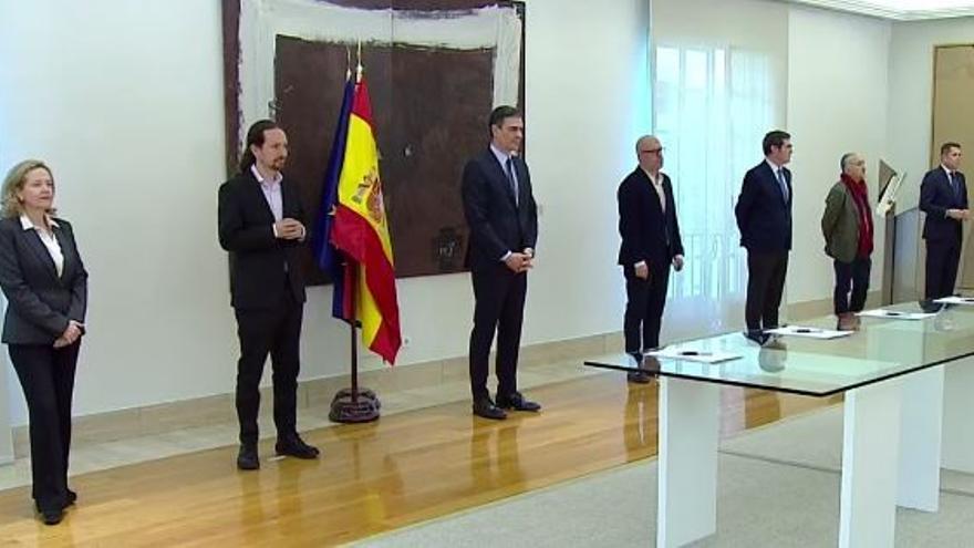 Firma del acuerdo para prolongar los ERTE en la Moncloa.