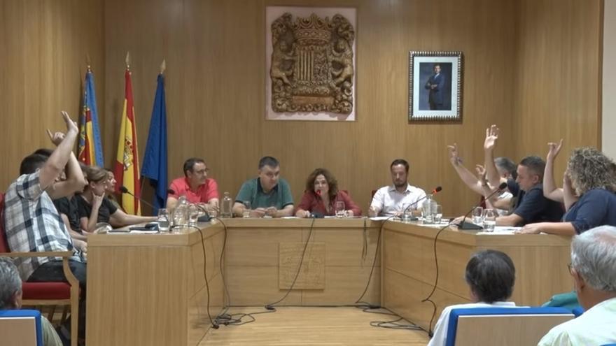 Imagen del pleno de Benigànim en el que votan conjuntamente Compromís y PP
