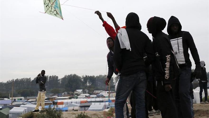 Llegan al Reino Unido 14 adolescentes del campo de Calais