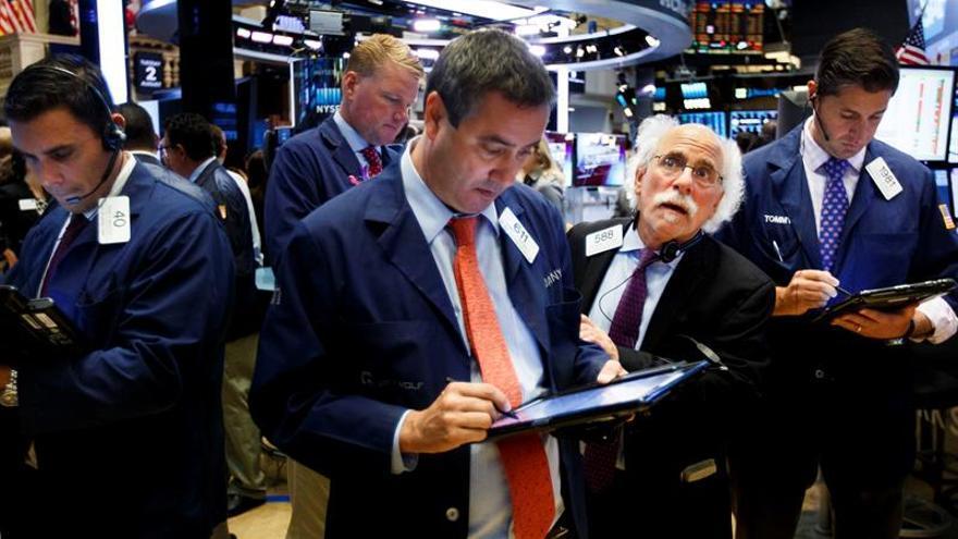 Wall Street abre con pérdidas y el Dow Jones resta un 0,70 %