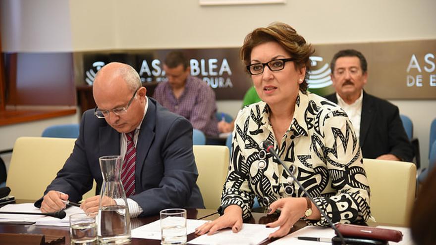 Carmen Santos con el secretario general de la Corporación Extremeña, Miguel Ángel Campos