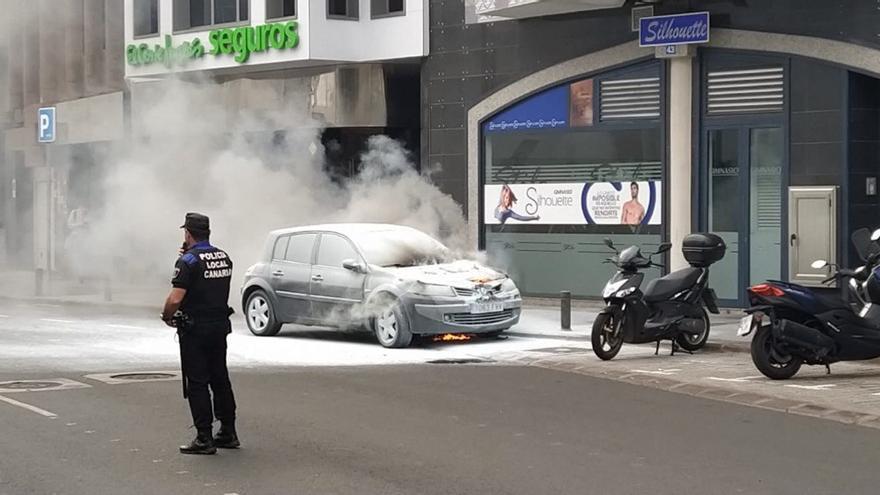 Arde un coche en Venegas.