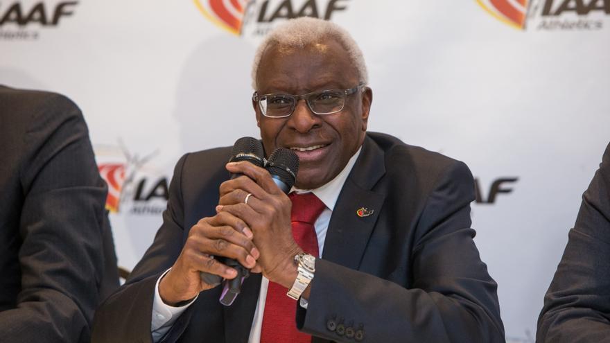 Lamine Diack, el expresidente de la Asociación Internacional de Federaciones de Atletismo (IAAF), acusado de recibir millones de euros en sobornos.