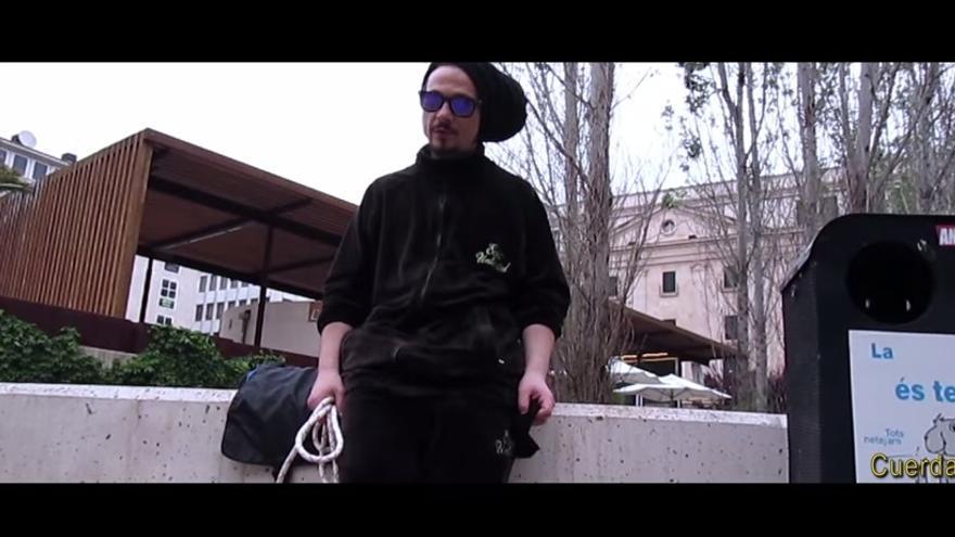 Captura de pantalla del videoclip de la canción contra Monago.