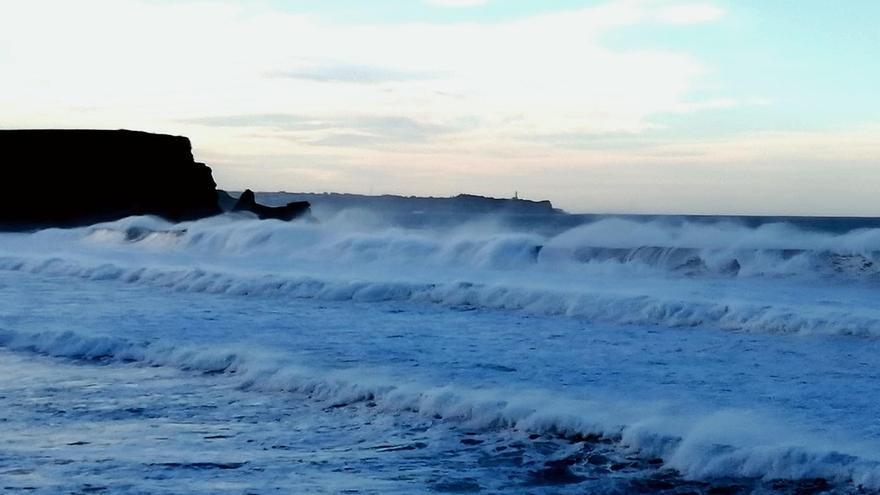 Cantabria estará desde esta tarde y hasta mañana en riesgo importante por oleaje