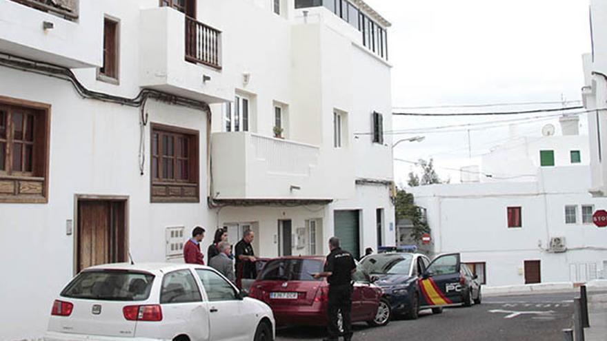 Agentes de la Policía Nacional este miércoles por la tarde en donde se cometió el crimen / Foto: De la Cruz.