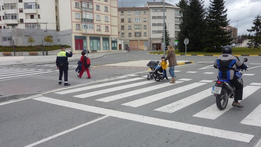 La Policía Municipal de Bilbao inicia la primera campaña anual para controlar los atropellos en las vías urbanas