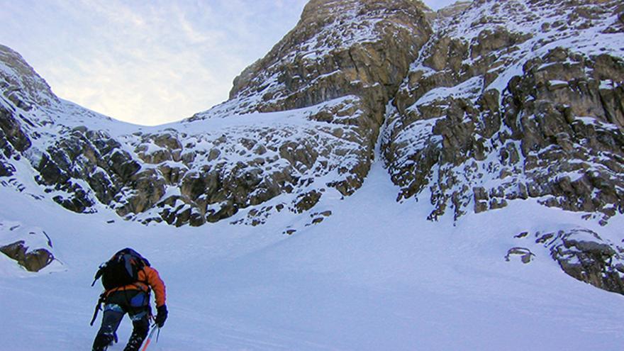 'Panticosa Ice', elegante línea que parte en dos la montaña para dejar una estética ruta de escalada invernal.