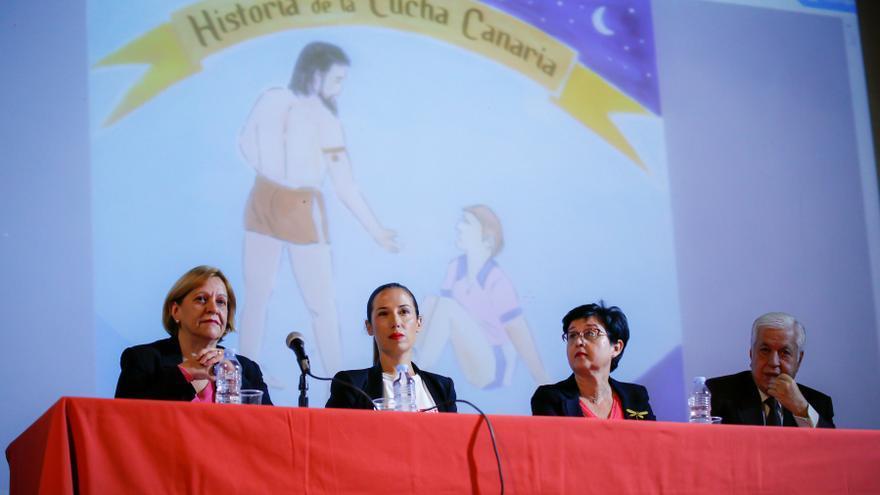 """Patricia Hernández, en la presentación del libro """"Historia de la Lucha Canaria"""""""