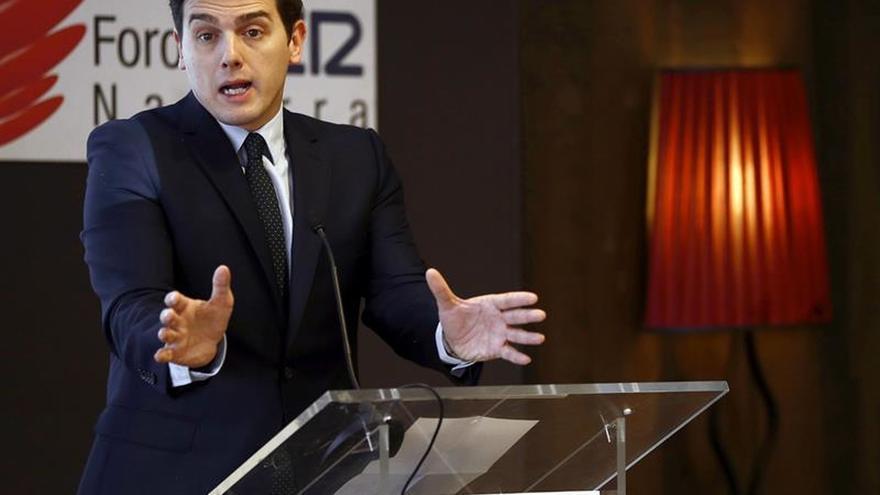 Rivera pide al PSOE que no impida aprobar los Presupuestos de 2017