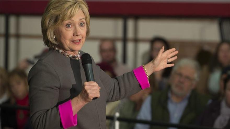 Clinton insta a combatir la presencia del Estado Islámico en internet