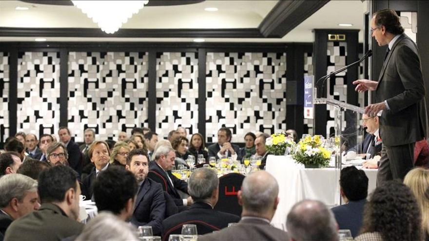 Alonso apela a que mayoría social moderada se transforme en mayoría política