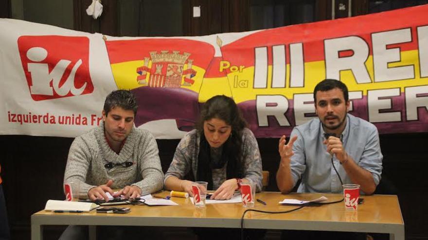 Alejo Beltrán, Lara Hernández y Alberto Garzón, acto de Izquierda Unida en París / Foto: Gonzalo Gómez Montoro