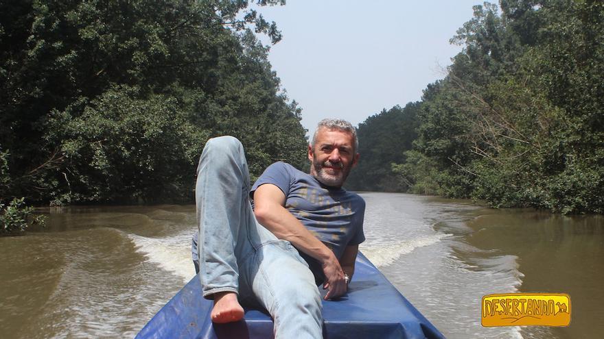 Carlos Conde en el río Ogooué (Ogowe o Ogüé en castellano).