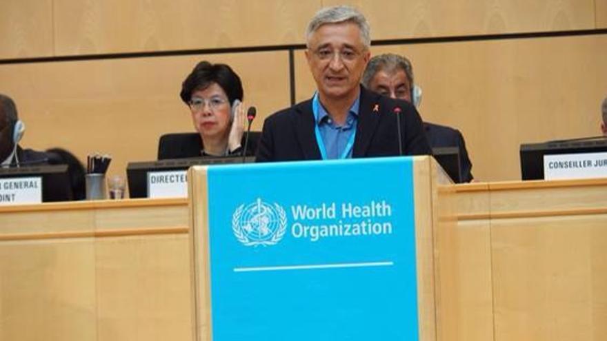 Eduardo García Langárica dirigiéndose a la asamblea de la OMS.