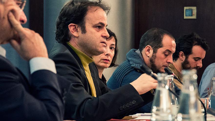 Asens, amb els activistes Levi i Fernàndez