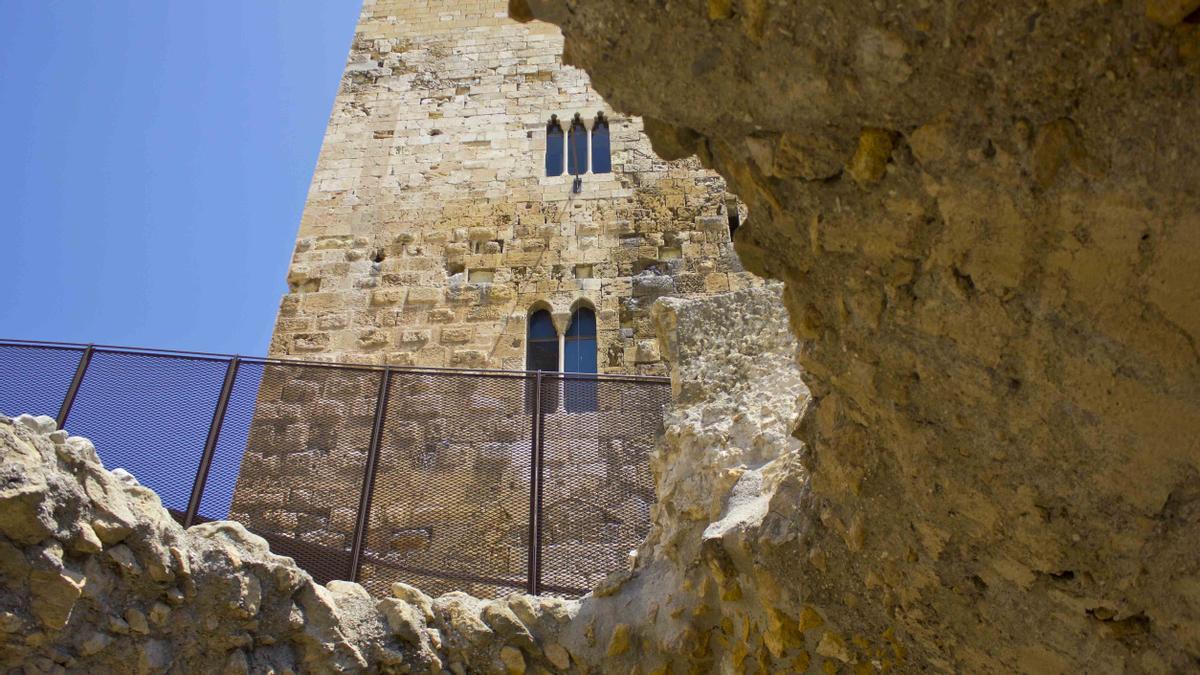 La Torre del Pretorio asoma entre los restos del circo romano de Tarragona.
