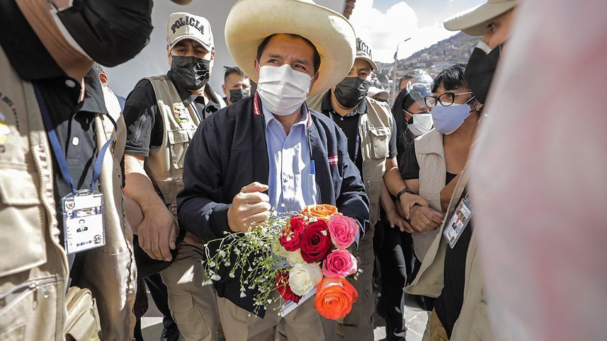 """""""Por respeto al pueblo me voy a sincerar y me someto a cualquier tipo de investigación en el momento más preciso para que se diga si alguien me ofreció un sol y me dijo Pedro acá está el dinero para tu campaña"""", dijo Castillo."""