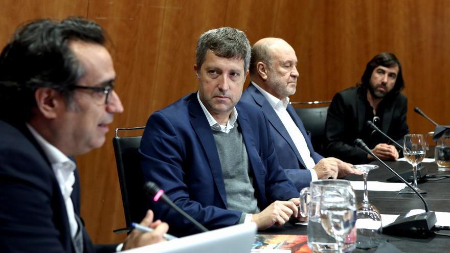 Diego Navarro (izquierda), junto a José Luis Rivero, del Cabildo de Tenerife, este martes