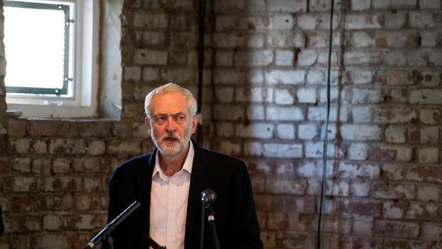 """Corbyn critica a May por no tener un plan concreto para el """"brexit"""""""