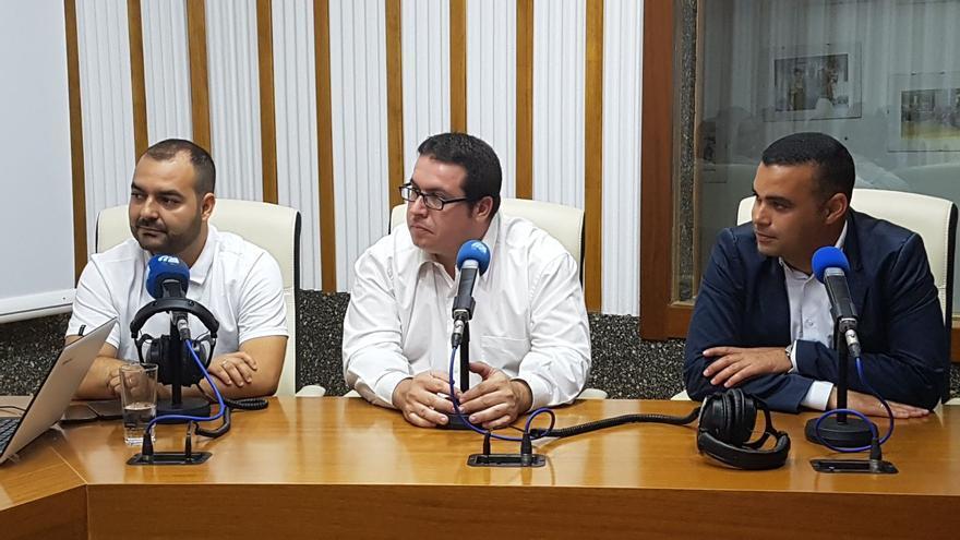 David de Vera, director general de Ganadería (centro), junto al viceconsejero del Sector Primario, Abel Morales (derecha)
