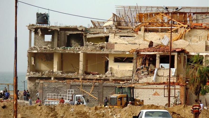 Mueren tres personas por la explosión de un coche bomba en el este de Egipto