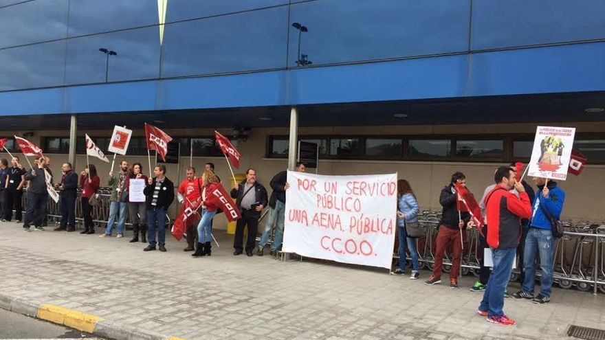 Protesta de los trabajadores de Aena en el aeropuerto de Gran Canaria.