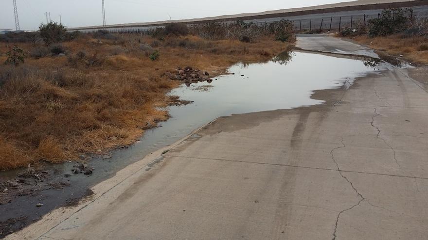 La Fortaleza de Santa Lucía denuncia la presencia de un vertido de aguas fecales en el Barranco del Polvo.