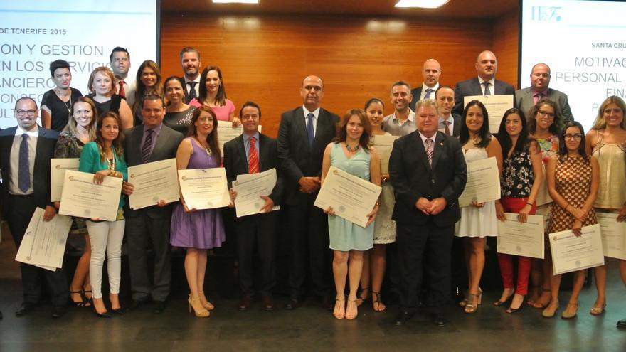 39 empleados de cajasiete obtienen la certificaci n efa for Oficinas cajasiete