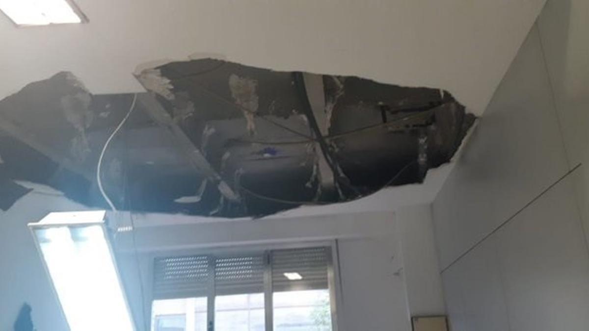 Rotura del falso techo en una habitación del Gregorio Marañón.
