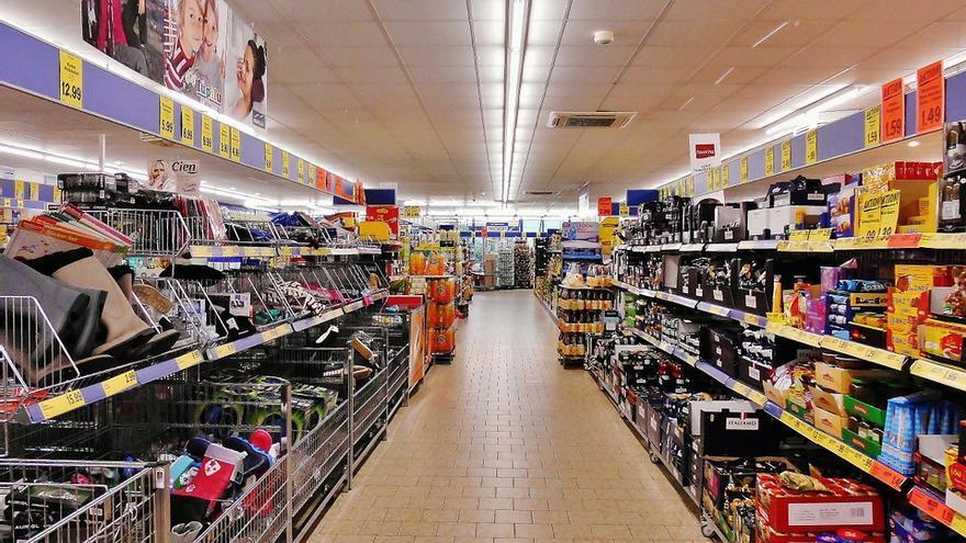 Lineales de un supermercado, en una imagen de archivo