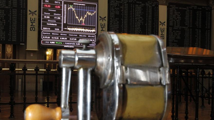 El IBEX cae un 0,48 por ciento y pierde los 8.400 puntos en línea con otros mercados