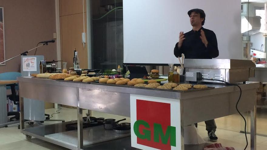 El chef Emil Samper, en las instalaciones del Grupo Haricana en el polígono de Arinaga.
