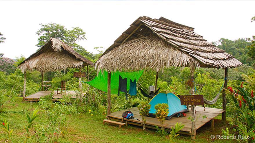 En el Basecamp Bartola los visitantes hacen noche en tiendas de campaña perfectamente acondicionadas y protegidas de las fuertes lluvias.
