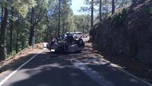 Imagen del accidente de tráfico registrado este jueves en Garafía, en la carretera de subida al Roque de Los Muchachos.