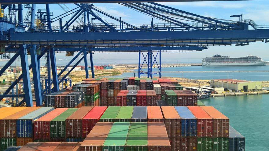 Las grúas y contenedores del Puerto de València