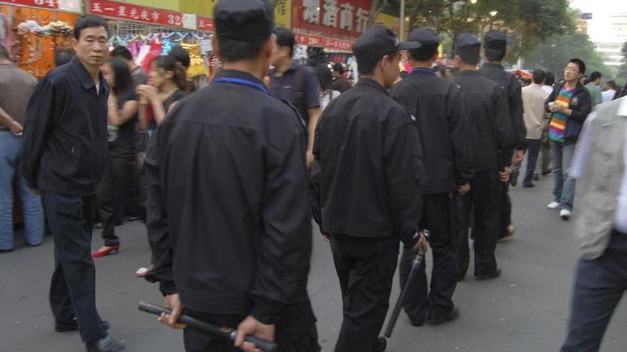 Al menos 12 muertos en explosiones y enfrentamientos contra policía en China